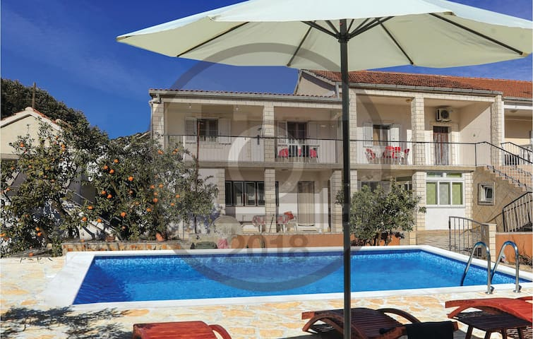 Holiday apartment with 2 bedrooms on 49 m² in Vinisce
