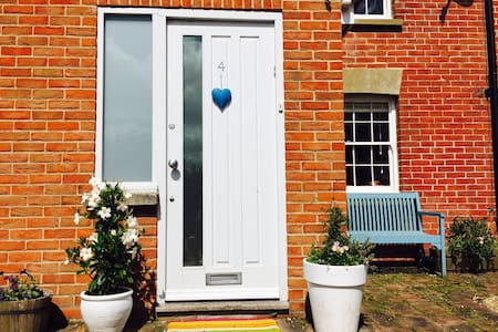 Bright Boutique Cottage (7 People) - East Sussex