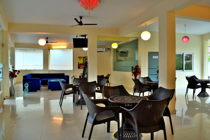 Spacious 1 BHK Apartment Pool WiFi @ Candolim
