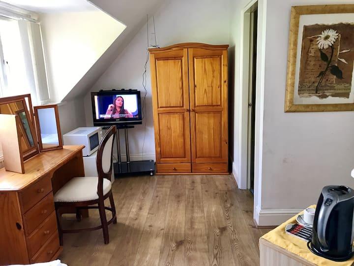 Moseley flat/ studio private entrance