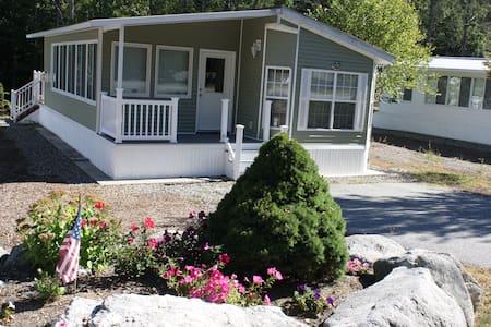 Point Sebago Private Cottage on Fox - Casco - Dům