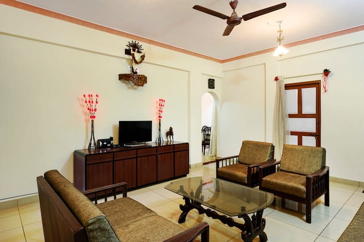 Chic 2-bedroom home in a bungalow for six/74061