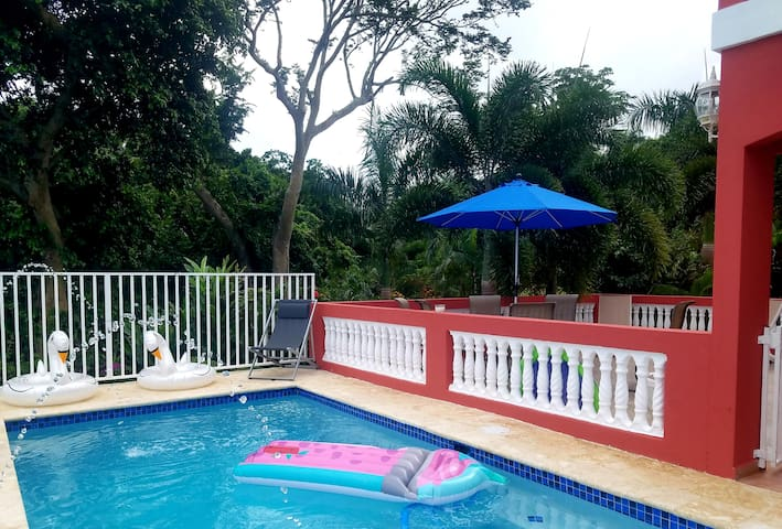 Vacation House with Pool Near Rainforest and Ocean