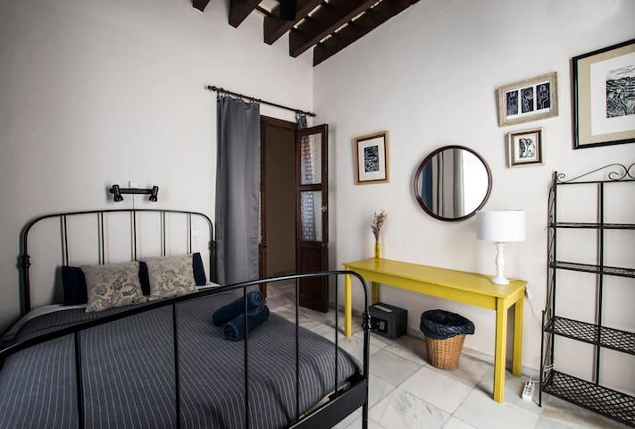 Casa Caracol; Double room with private external WC