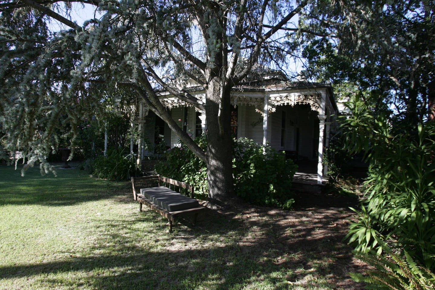 The charming old house is opposite the riverside park right in the heart of town.