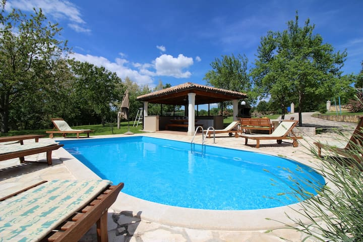 Relax in bright and cozy house Morena, with pool