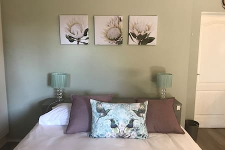 Blossoms of May: Studio apartment / family room