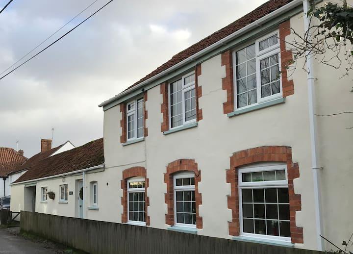 Ivy Cottage 2