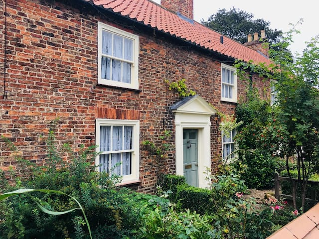 Thirsk Hall Cottage (3 bed)
