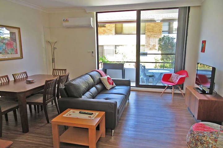 4 'Bellevue' 4 Donald Street - air conditioned apartment in the heart of Nelson Bay