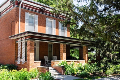 Whole House - Whispering Pines Bed & Breakfast
