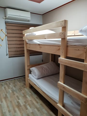 영스테이 (YOUNG STAY)   2층 침대 2인실
