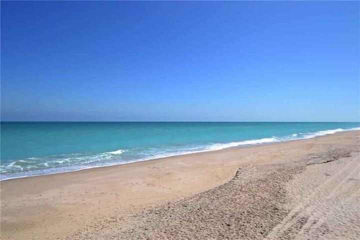 Vero Beach- Steps from the Pristine Ocean Beach