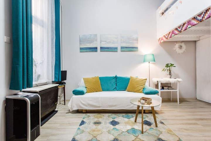 Le Coeur- central&peaceful, split level apartment
