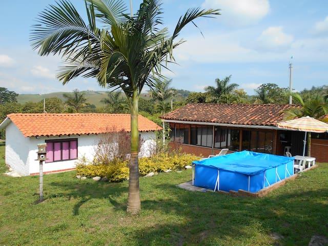 Casa campestre en condominio - La Magdalena