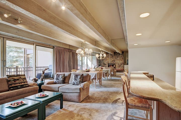 2Br next to Eagle River in the Heart of Vail