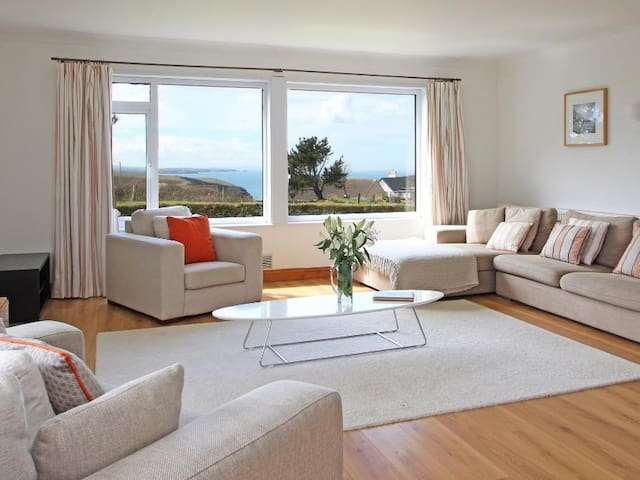 SEAPORT LODGE, family friendly in Mawgan Porth, Ref 959645