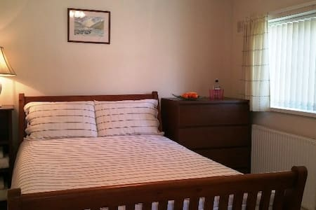 Double room by beach, Barry Island - Barry - House