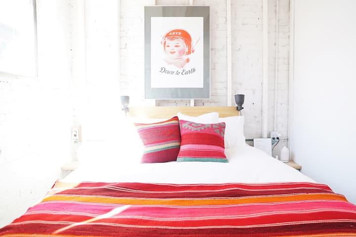 Sunny Room in Design Loft - Heart of Greenpoint