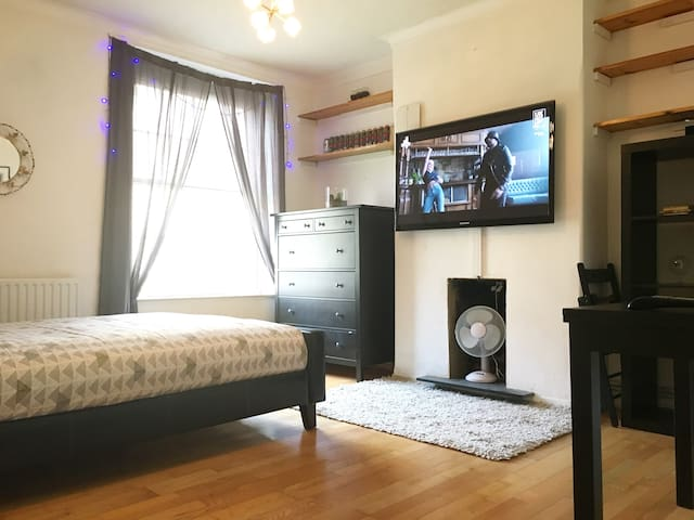 Two Bed Flat in Great Central London Location!! - Londres