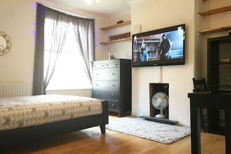 Two Bed Flat in Great Central London Location!! - Londres - Apartamento