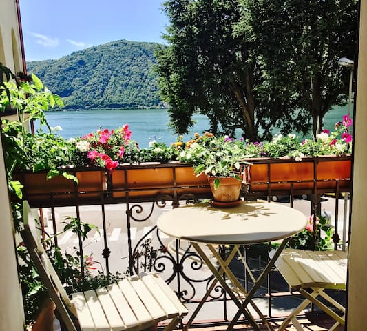 Italian Funky Style home Lake View incl. Breakfast