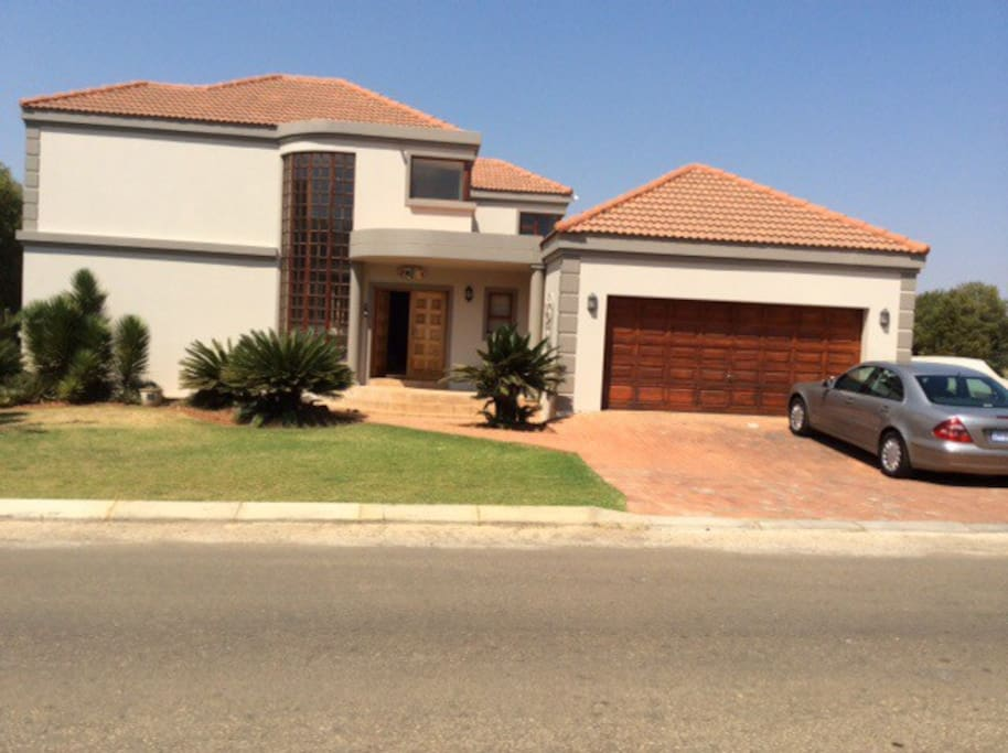 Vilmo house houses for rent in hartebeespoort north for North west house