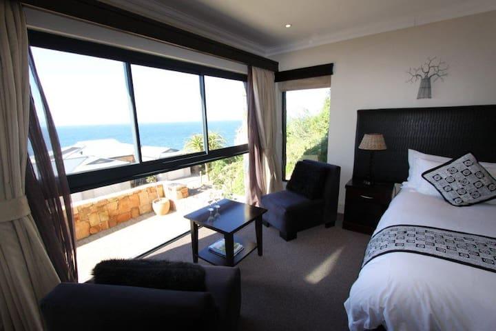 Kambaku Room