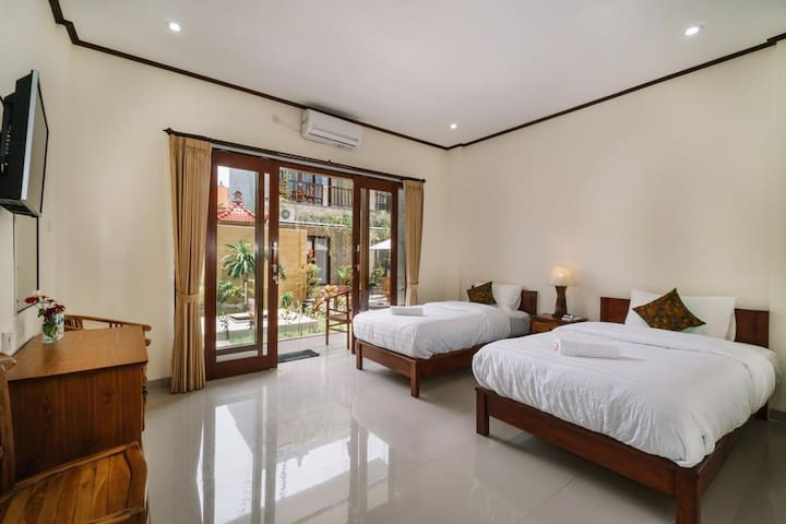 Cozy Triple Bed Room on Budget in Lembongan
