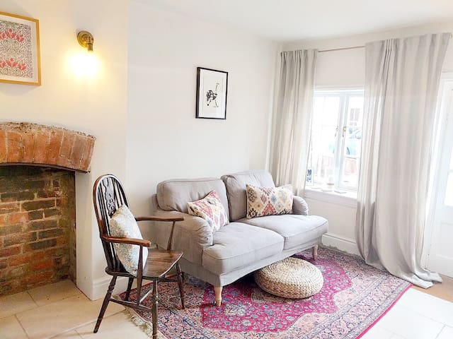 Double Room in Cosy Garden Cottage