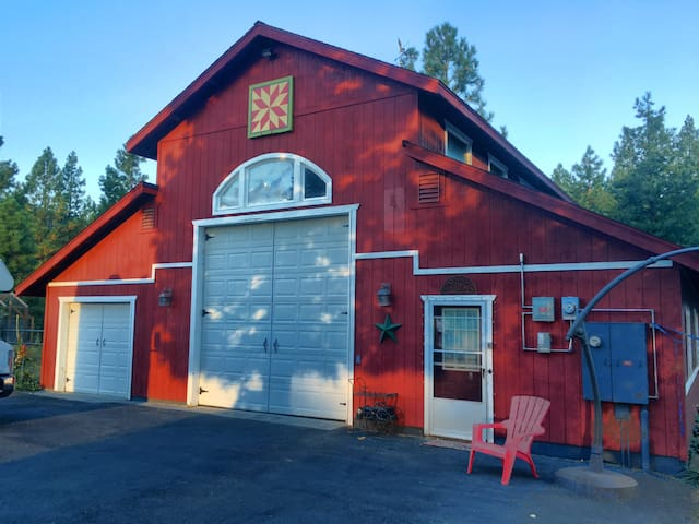 Red Barn Rendezvous - Sierraville