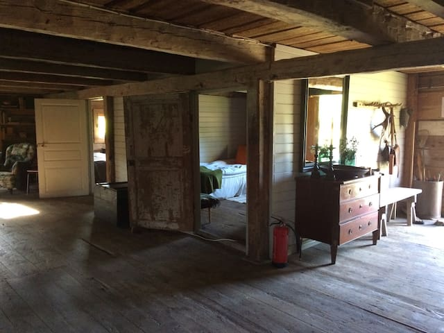 The entrance is to the right, the chest of drawers and bench is also good for storage/usage. The deer horn hanging there is from our farm, you will see three types of deer at our farm in the fields.  The two bedrooms face the lounge area.