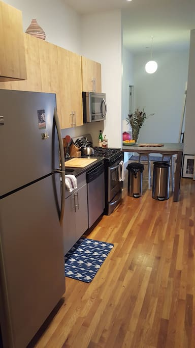 fully equipped kitchen w/ dishwasher