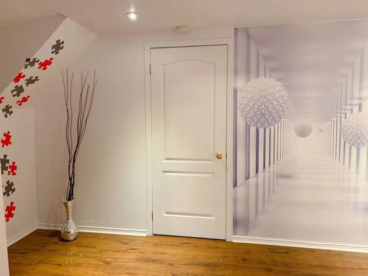 Private entrance,entirely, location, parking,ch-in