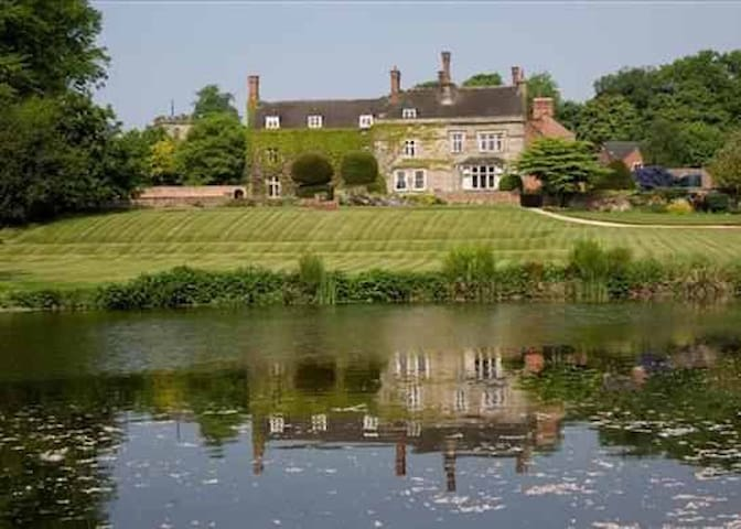 Historic Grand Home and Gardens in Derbyshire - Derbyshire - Casa