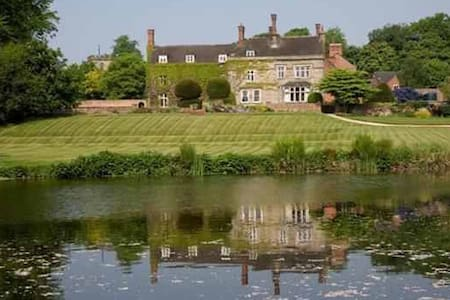 Historic Grand Home and Gardens in Derbyshire - Derbyshire - Rumah