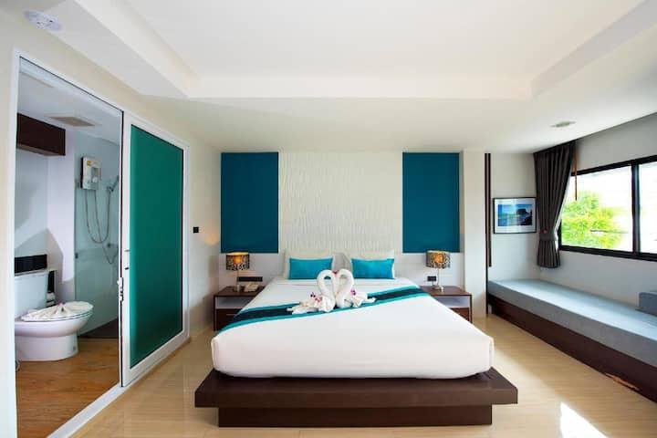 Deluxe King Bed The Nice Hotel Room Breakfast