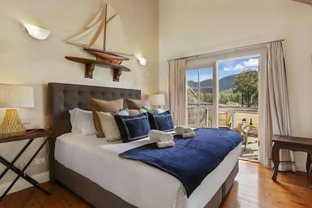 Stylish King Villa - Lake & Brokenback Ranges View