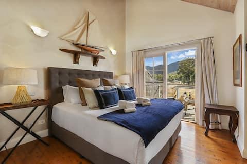 Stylish King Villa - Lake & Brokenback Ranges View