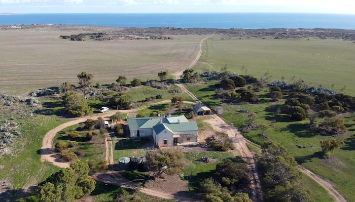 Large Streaky Bay Farmhouse with Surf Beach Access