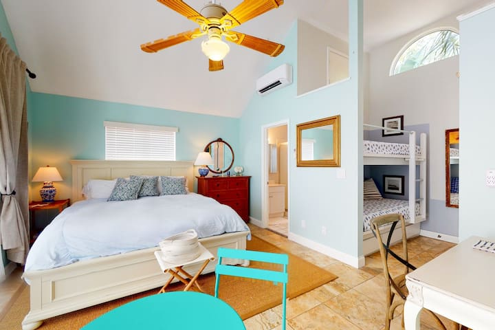 New listing! Cozy upstairs home w/ a kitchenette, shared pool, & beach access