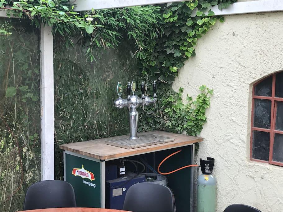 Fadølsanlæg med 25 liter frisk Øl  kan evt. medlejes.