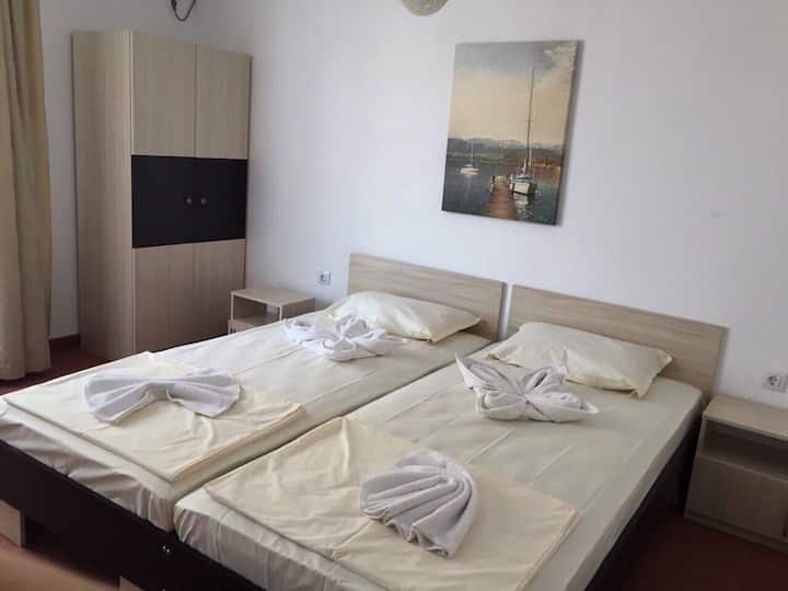 Nice Room in Nesebyr, close to beach, yacht port