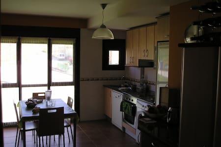 apartamento con asador - Cuzcurrita de Río Tirón - Lejlighed