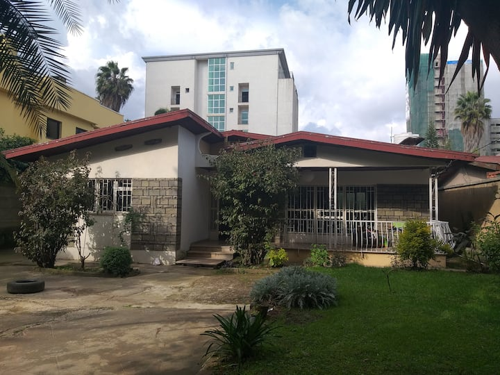 Anna & Teshu villa with garden/single room