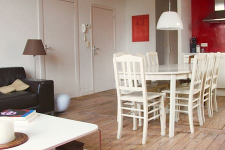 Charming & Spacious Apartment near Midi Station
