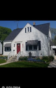 Charming Cape Cod, top floor 2-room suite - Σπίτι