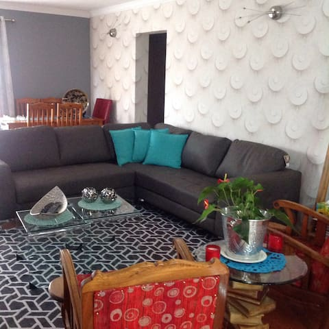 Central, quiet, homely - Boksburg - Townhouse