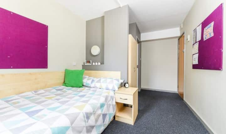 Student Only Property: Touching Ensuite - Silver - LOS 12 months 10% off