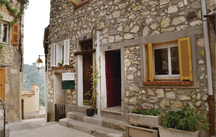 Terraced house with 2 bedrooms on 60 m² in La Roquette sur Var
